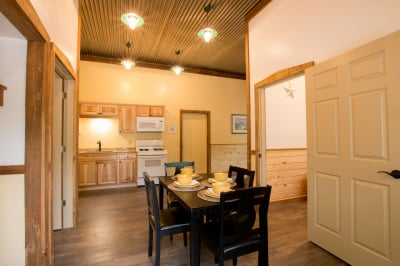 Abner's Retreat Dining Area and Kitchen A